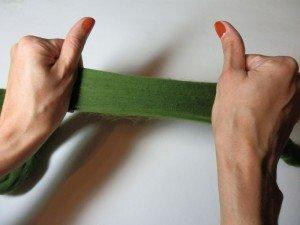 Положение рук при разъединении пасмы