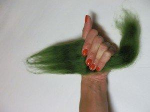 Положение кисти руки, когда держим прядь
